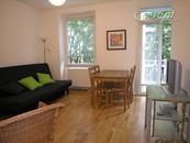 Modern möbliertes und helles Apartment mit Balkon im Agnesviertel