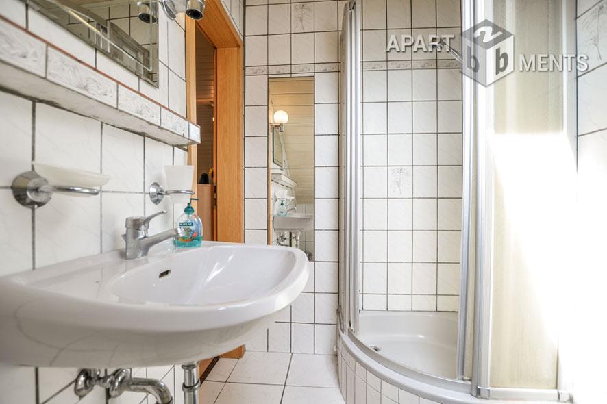 Modern möblierte Einliegerwohnung in Köln-Weiß