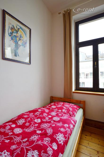 Funktionell möbliertes Zimmer in Köln-Ehrenfeld