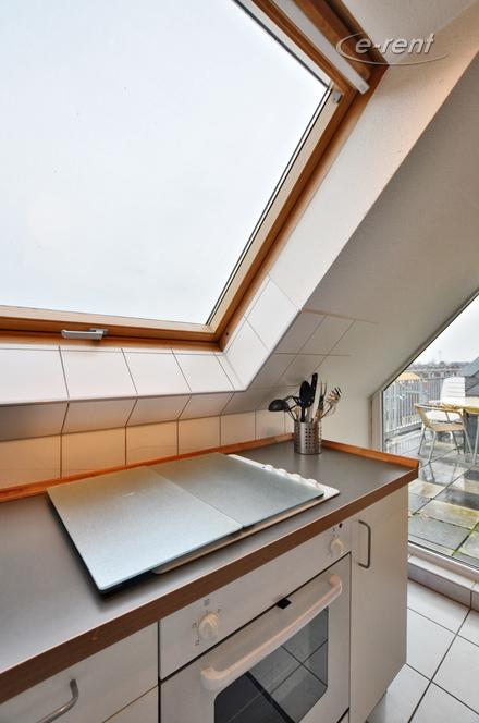 Modern möblierte Maisonettewohnung mit Terrasse in Köln-Sülz