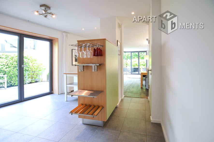Seperate guesthouse of an estate in a upper class, quiet residential area - top category