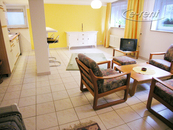 Spacious and modernly furnished apartment in Cologne-Heimersdorf