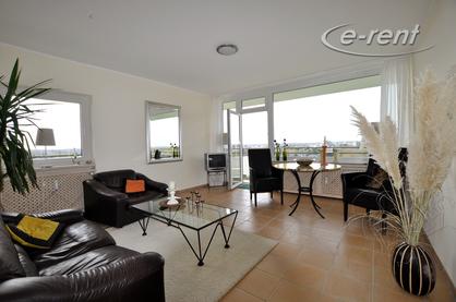 Modern möblierte Wohnung mit Blick auf den Rhein in Köln-Rodenkirchen