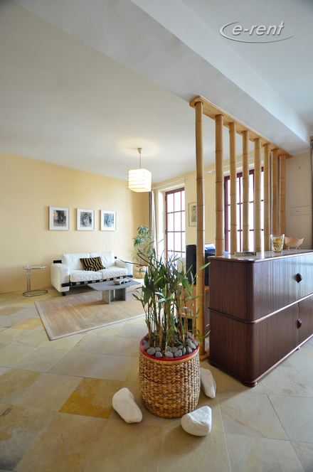 Hochwertig möblierte und zentral gelegene Loftwohnung in Köln-Altstadt-Nord