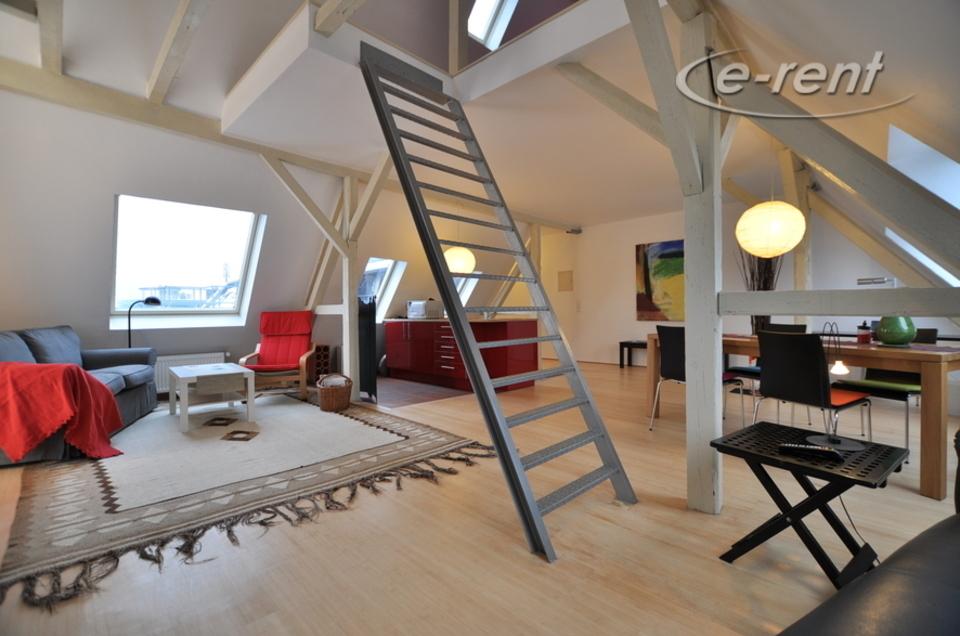 Stilvolle und modern möblierte Atelier / Loftwohnung mit Blick auf den Mediapark und den Dom
