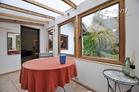 Moderne möblierte Doppelhaushäfte mit Garten