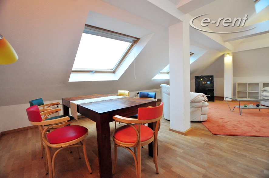 Modernly furnished attic apartment in Cologne-Nippes