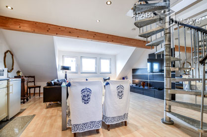 Modern möblierte Maisonettewohnung mit Domblick in Köln-Altstadt-Nord