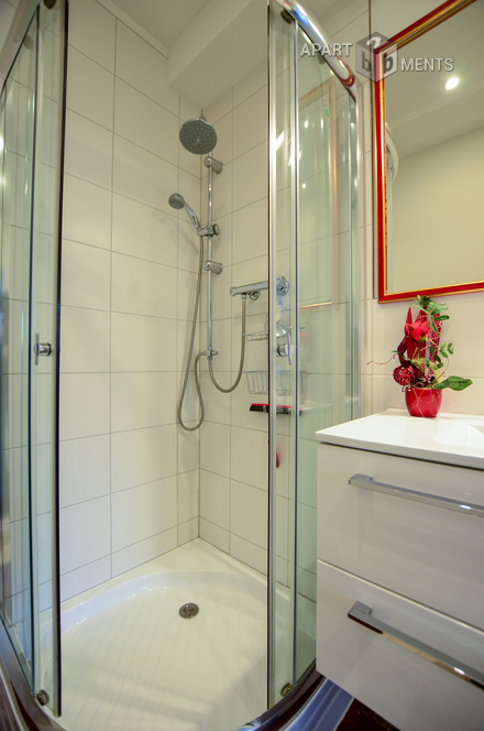 High quality furnished guest room with own shower in Cologne-Bickendorf