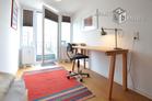 Modern möblierte Dachwohnung mit zwei Ebenen in Köln-Neustadt-Nord