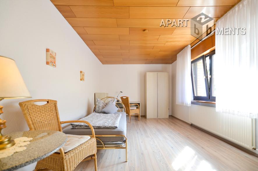 Helle und modern möblierte Wohnung in Hürth-Efferen