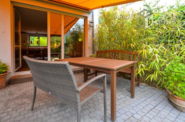 Reihenendhaus im Bauhausstil mit Stellplatz und Garten