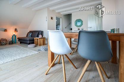 Helle möblierte Maisonette-Wohnung mit Dachterasse in Köln-Sülz
