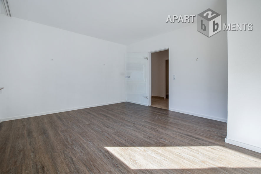 Spacious 4 room apartment with fitted kitchen and large roofed balcony in Hürth