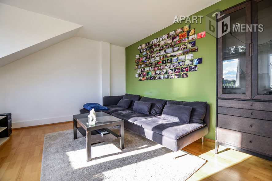 Modern furnished apartment with balcony in Cologne-Neuehrenfeld