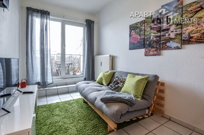 Modern and functionally furnished apartment with balcony in Cologne-Sülz