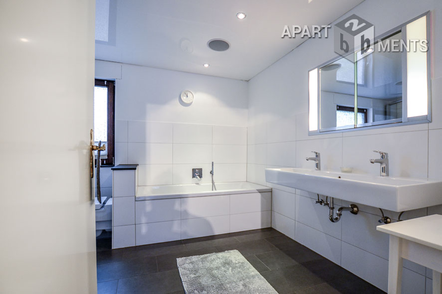 Furnished double bungalow half with terrace and garden in Cologne-Raderthal