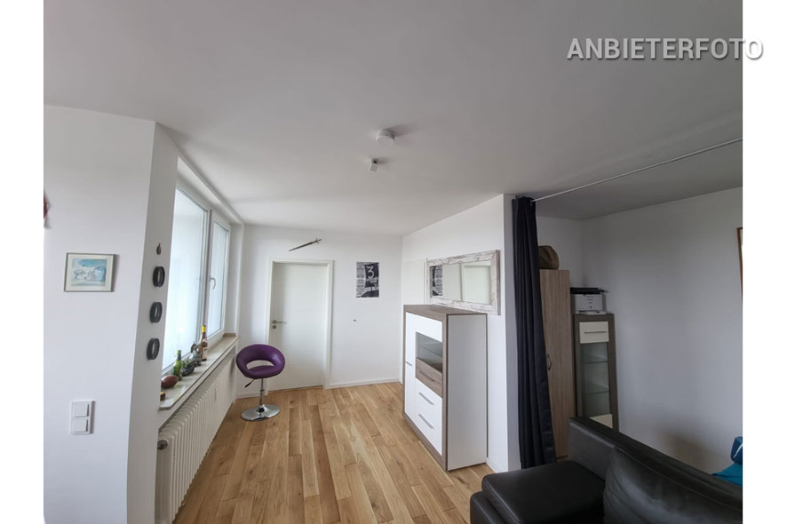 Modern furnished apartment with balcony in Cologne-Deutz