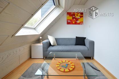 Modern möbliertes Singleapartment mit Dachschrägen in Düsseldorf-Unterrath