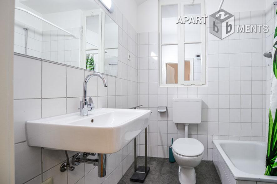 Modern möblierte Wohnung mit Balkon in Düsseldorf-Wersten
