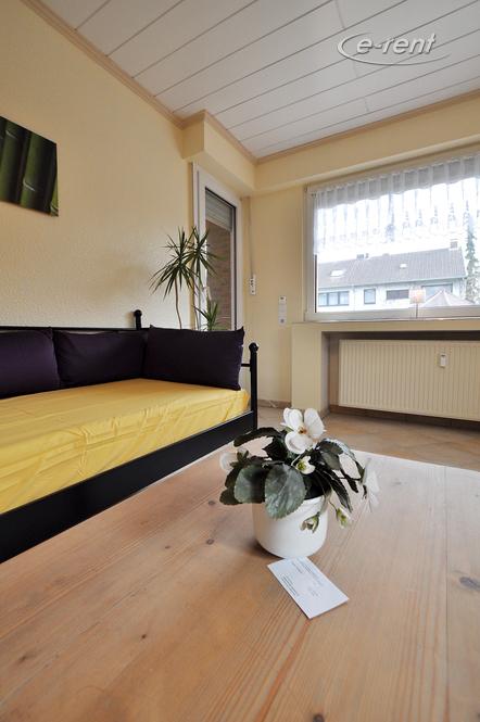 Modern möblierte und ruhige Wohnung mit Blick in den Garten in Neuss-Reuschenberg
