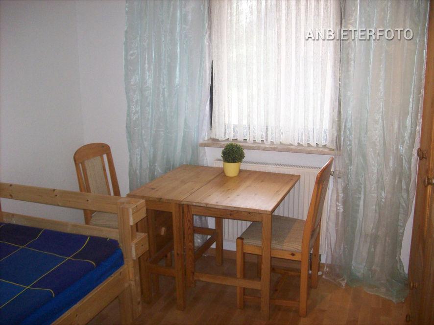 Zeitlos möblierte und ruhig gelegene Wohnung in Neuss-Weckhoven