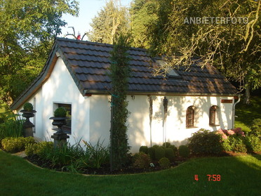 Modernly furnished and quietly located 1,5- rooms-Lodge in Neuss-Holzheim