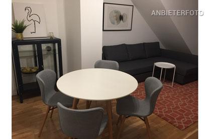 Modern möblierte sehr helle Dachgeschosswohnung in Düsseldorf-Pempelfort