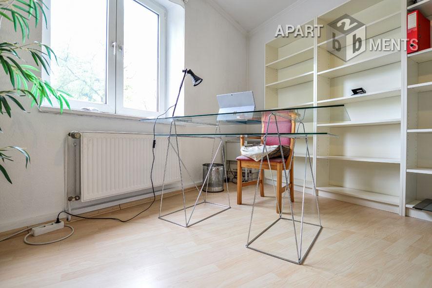 Zentral gelegene möblierte Wohnung nahe Hofgarten in Düsseldorf-Pempelfort