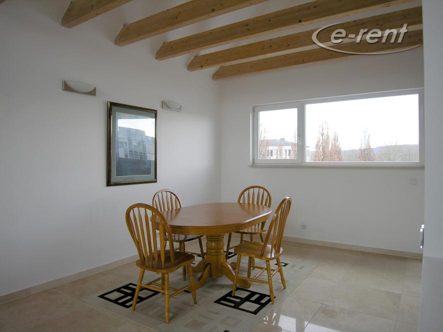 Möblierte und geräumige Wohnung mit versetzten Ebenen in Bonn-Hochkreuz