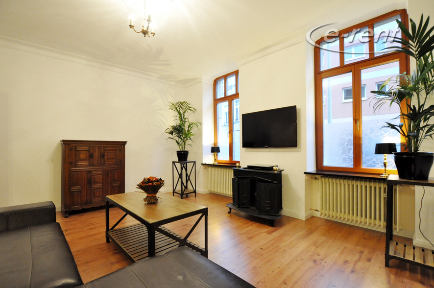 Möblierte und geräumige Altbauwohnung in Rheinnähe in Bonn-Castell